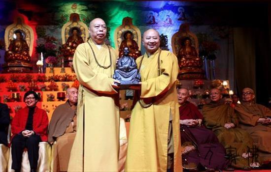 香港净雄法师募巨资回购贵重文物 打制佛教文明博览乡