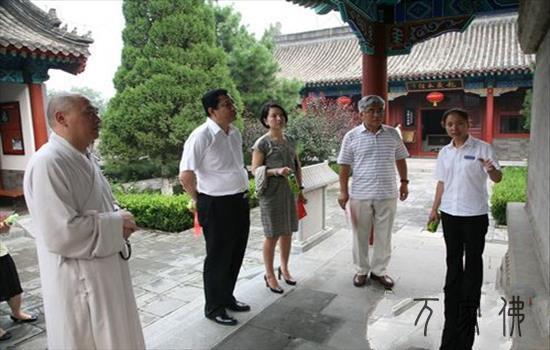 香港城市大学法学院院长王贵国一止参访北京云居寺